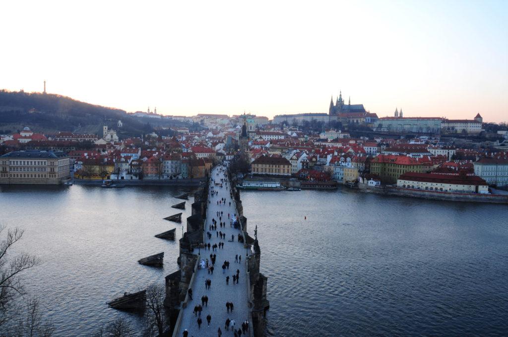 Karlsbrücke mit Blick zum Hradschin, Kleinseite und Prager Burg